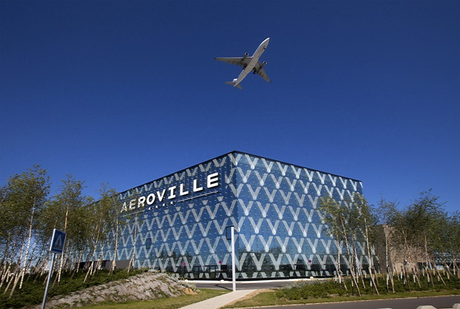 Picture of Aéroville shopping centre with an airplane