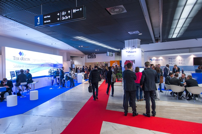 picture of visitors in the palais des congrès de paris