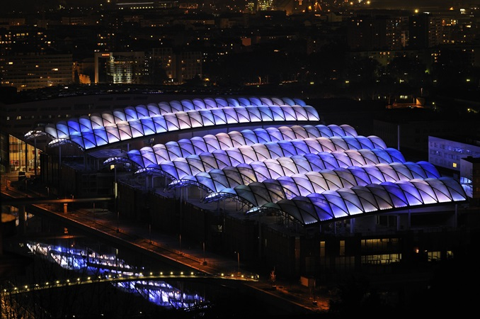 Confluence shopping centre has a quilted roof composed of air cushions which lights up at night