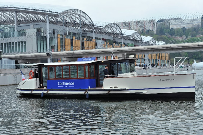Customer can travel to Confluence shopping centre with the mall's own boat service, the Vaporetto.