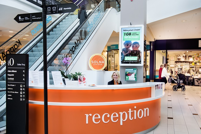 picture of the welcome desk at solna centrum