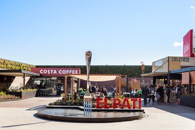 "picture of the restaurant area ""el pati"" at the shopping centre SPLAU"