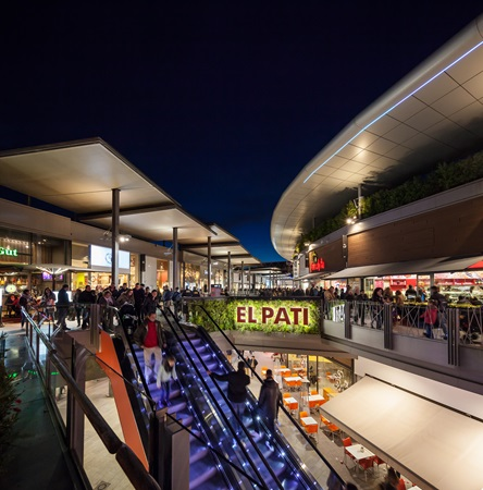 picture of El pati at SPLAU by night