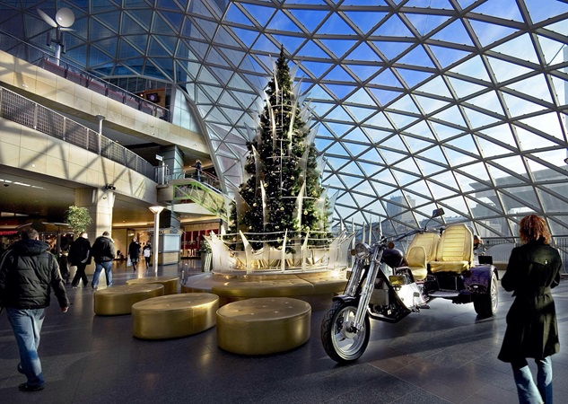 picture of the glass roof over an inside plaza with christmas decorations at zlote tarasy